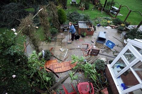 Post_EDDNP_245_GardenParty
